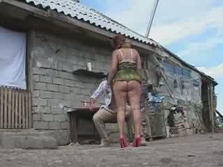 ناضج امرأة مارس الجنس في قرية مزرعة فيديو
