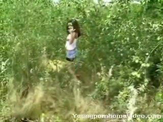Gorące nastolatka cutie shows od jej marvelous ciało kształt