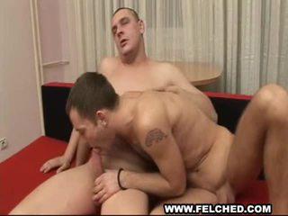 Pojat ystävä gives homosexual arvokas anaali satulaton