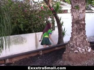 Exxxtrasmall - minuscule fille scout baisée par énorme bite