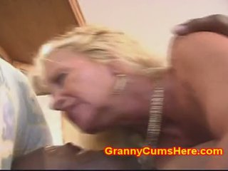 Senelė gets šikna pakliuvom kaip a kūrva