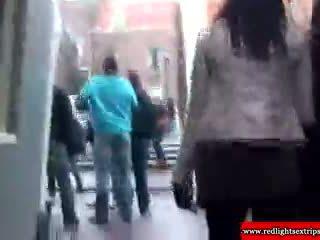 Skutečný blondýnka holandský šlapka gets eaten ven