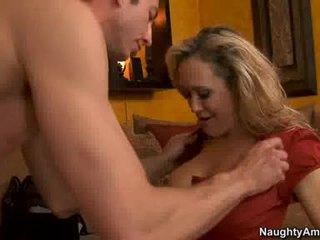 Cougar brandi armastus thumps an awesome weenie kõik rigid sisse tema mahlane kuum suu