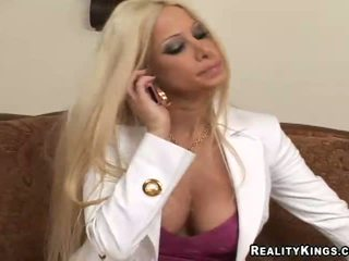 Gina Lynn leave her company for a higher paying