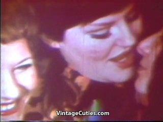 Mājsaimniece ballīte no bjing a whistle lesbiete