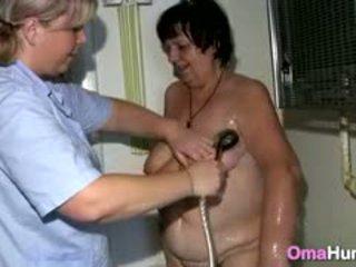 Besta showered av lesbisk sykepleier