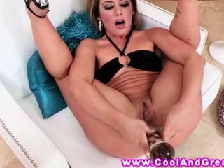 Sheena shaw loves haar nieuw seks speeltjes ze