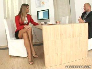 Jennifer kivi sihteeri jalkatyöpaikka