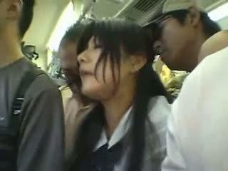 Arg tüdruk gangbanged sisse a avalik rong