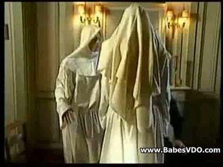 Nuns neuken met priest en vuistneuken