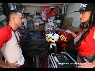 Angelina castro takes cumload sisään bike garage!