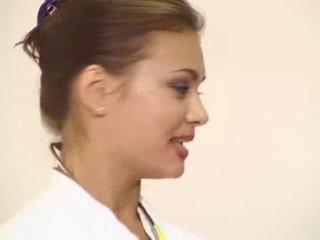 Laimīgs pacients got viņa krāšņa brunete ārsts anāls fucked video