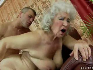 mormor, granny, mammor och pojkar