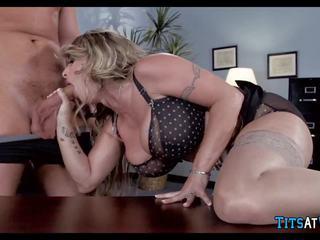 Bitchy boss shows teda kes on sisse tasu, porno f6