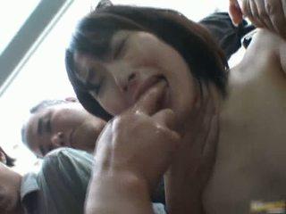 Asiática senhora é alta e gets público sexo