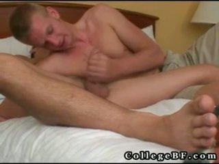Brad en nikolas hebben hardcore homo seks 15 door collegebf
