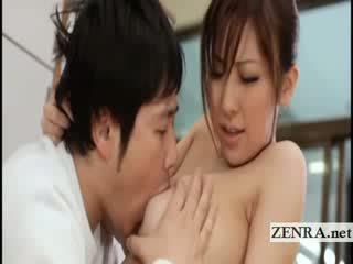 Grande titty japonesa sultress harumi asano has melões suckled