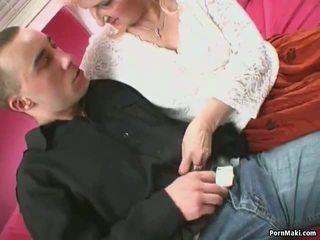 Ξανθός/ιά γιαγιά σε ζαρτιέρες takes pounding: ελεύθερα πορνό 7a