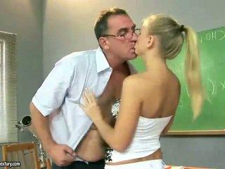 Секси тийн момиче чукане около възрастни pedagogue