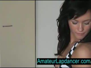 Sexy tsjechisch brunette lapdances voor geil guy