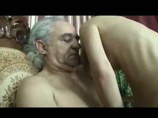 فتاة رعاية من disabled قديم رجل
