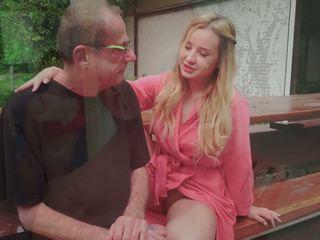 Vaihe isä fucks nuori rakastajatar licking hänen jalkaa kumulat sisään