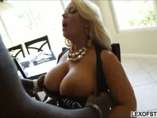 거유 금발의 alura jenson gets 그녀의 큰 가슴 stroked 과 humped