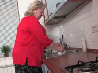 Resnas vecmāmiņa uz the virtuve r20