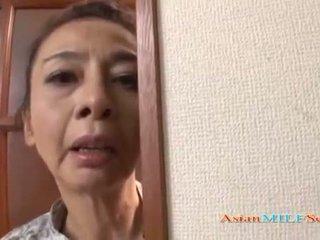 แก่แล้ว เอเชีย หญิง ใน a กางเกงในจีสตริง sucks a หำ