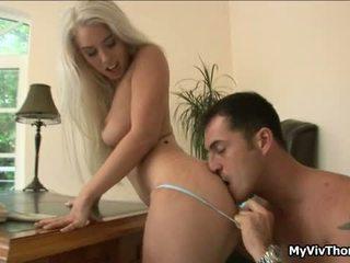 Uzbudinātas blondīne nymph has sensuous attractive