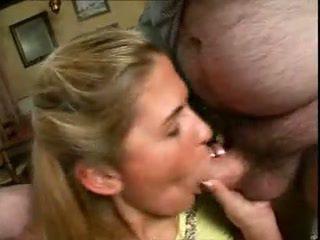 Miela mergaitė pakliuvom į namai iki jos tėtis ir dėdė