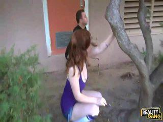 Schoolmeisje mary jane johnson sneaks omhoog voor pijpen