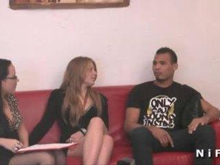 Jong frans slet hard anaal geneukt in trio
