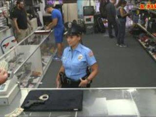 Rendőr tiszt -val hatalmas csöcsök got szar -ban a hátsó szoba