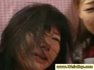 ร้อน เกี่ยวกับเอเชีย maids gets ระยำ บน the โซฟา