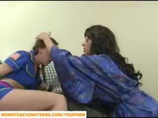 Mam seducing jongen en tiener meisje scout
