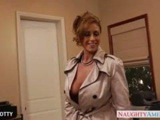 bruneta, veľké prsia, výstrek