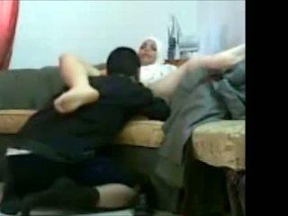 Arab yahudi prawan in kantor with her client