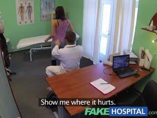 Fakehospital atemberaubend jung pole dancer mit heiß körper swallows die doctors medicine