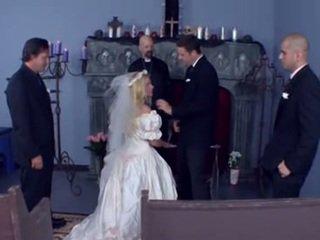 งานแต่งงาน แก็งค์เอาผู้หญิง