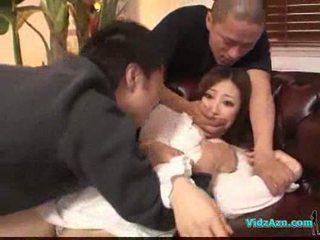 Azijke punca v beli obleka getting ji prsi rubbed muca lizanje