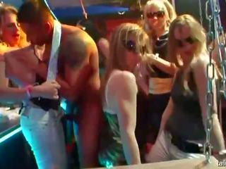 Enticing pornósztárok baszás -ban nyilvános, porn 37