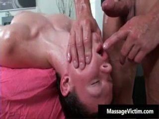Taisnas chap receives pakaļa wrecked laikā gejs masāža 5 līdz massagevictim