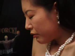 Dojrzała japońskie masturbated z dildo