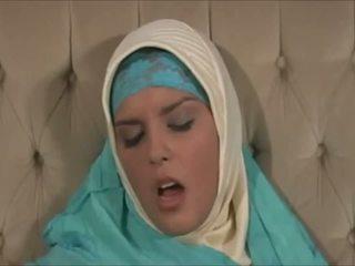 Belas muslima em hijab com grande corpo é um sexaddict