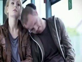 Martina hill - boob χουφτωμένος/η σε λεωφορείο