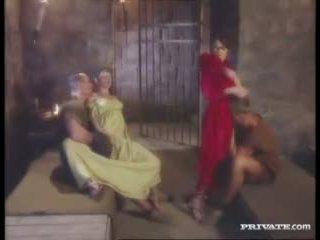 Cleare και jyulia, dp όργιο με ο gladiators σε ο κελί