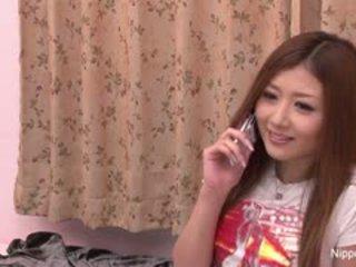 Innocent giapponese ragazza gets suo primo taste di pene