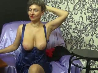 Lady Shows All 102