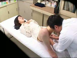 Zdemoralizowane doktor uses młody pacjent 02